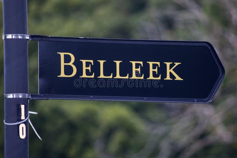 Poteau indicateur pour Belleek en Irlande du Nord photo libre de droits