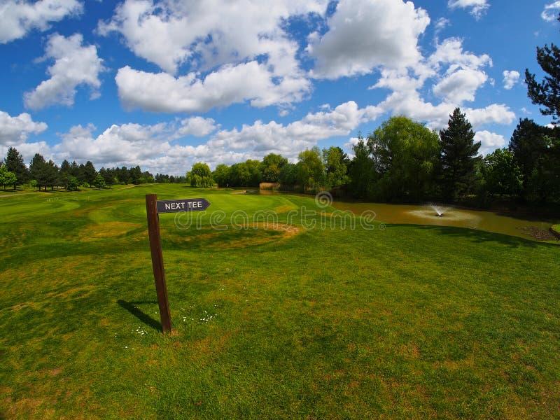 Poteau indicateur sur le terrain de golf photo libre de droits