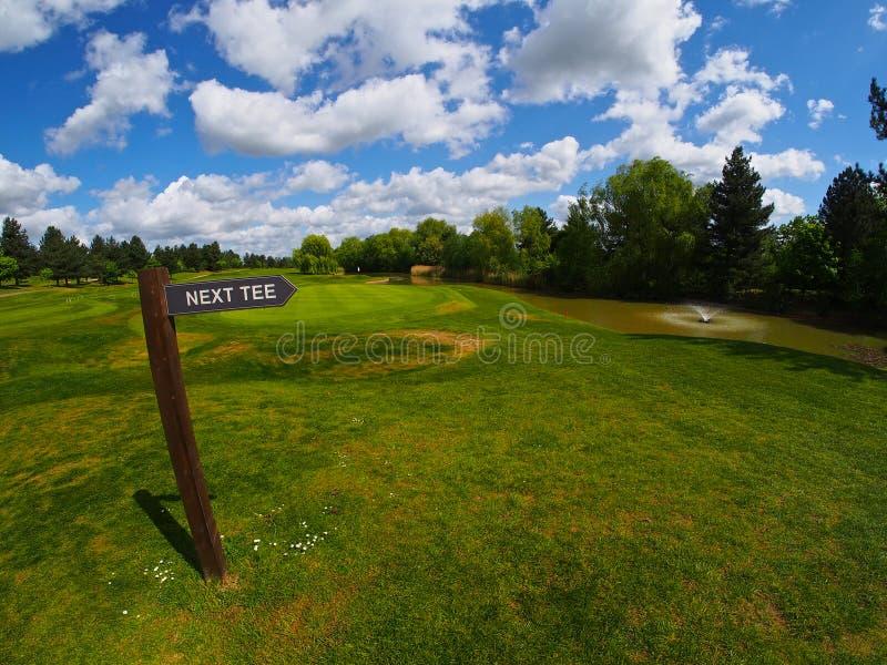 Poteau indicateur sur le terrain de golf image libre de droits
