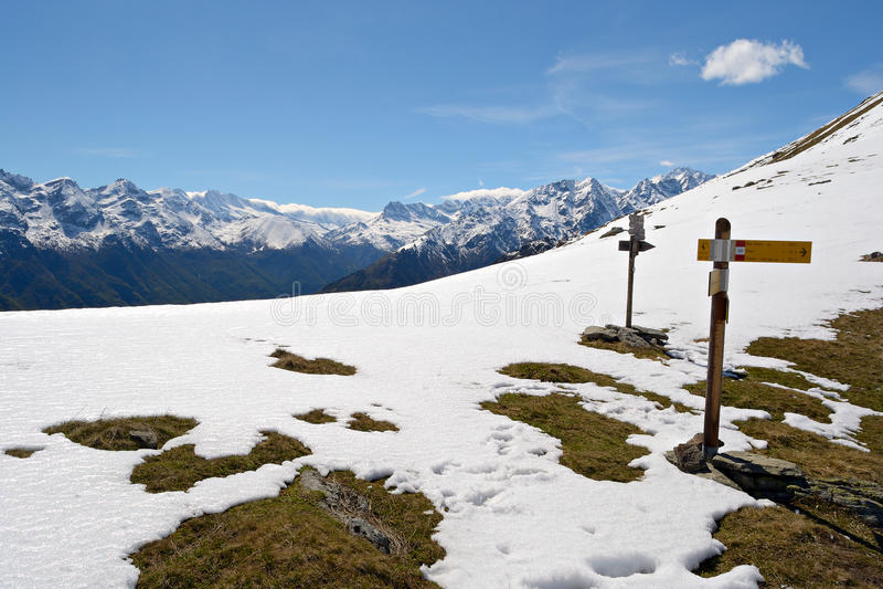 Poteaux indicateurs de montagne photo libre de droits