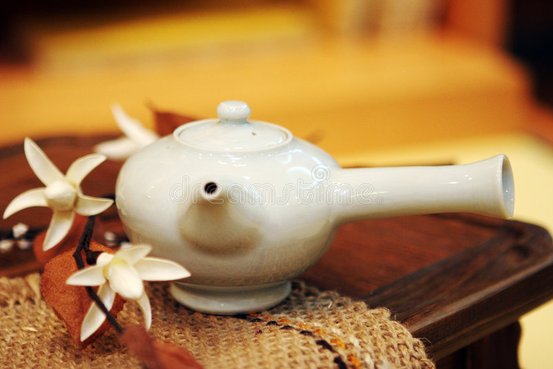 Potenciômetro asiático do chá fotografia de stock