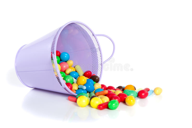 Potenciômetro completamente de doces doces coloridos imagem de stock royalty free