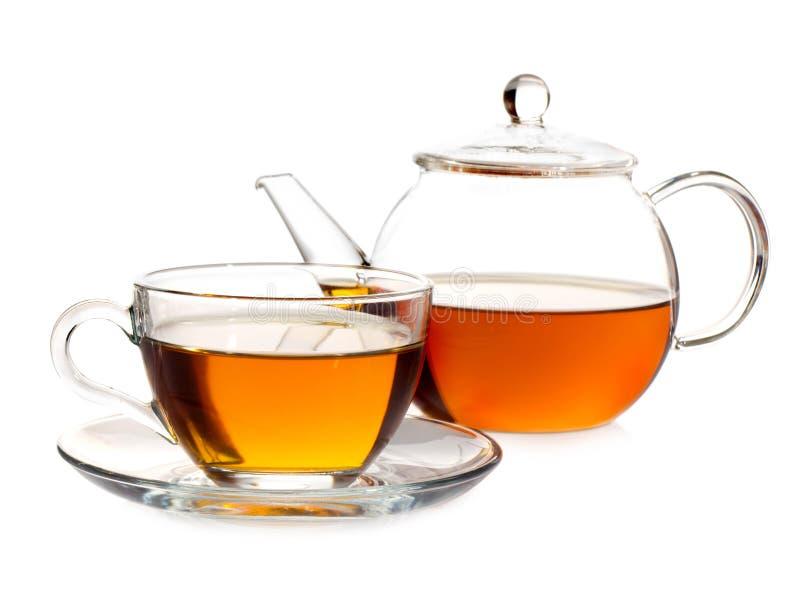 Potenciômetro do chá com chá e copo imagens de stock royalty free