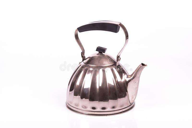 Potenciômetro do chá do metal sobre um fundo branco imagem de stock