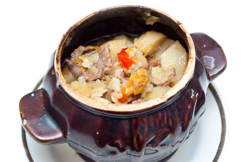 Potenciômetro do Crock completamente da sopa da carne e de batata imagem de stock