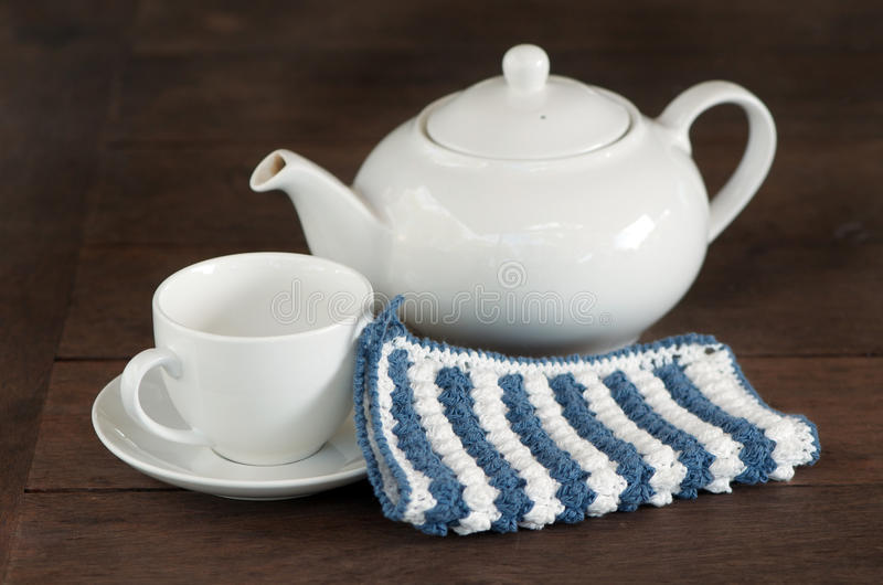 Potenciômetro branco do chá foto de stock royalty free