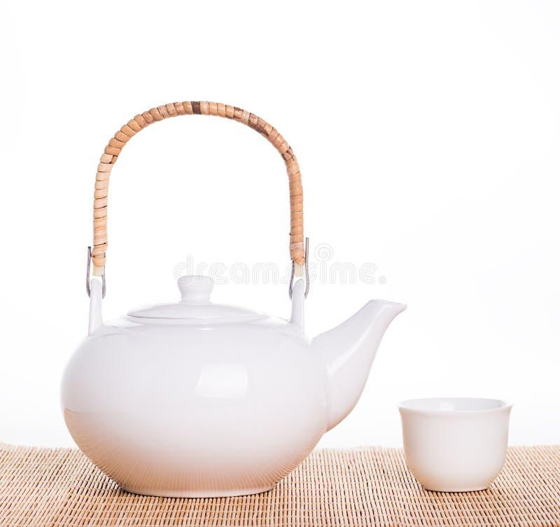 Potenciômetro branco do chá fotografia de stock royalty free