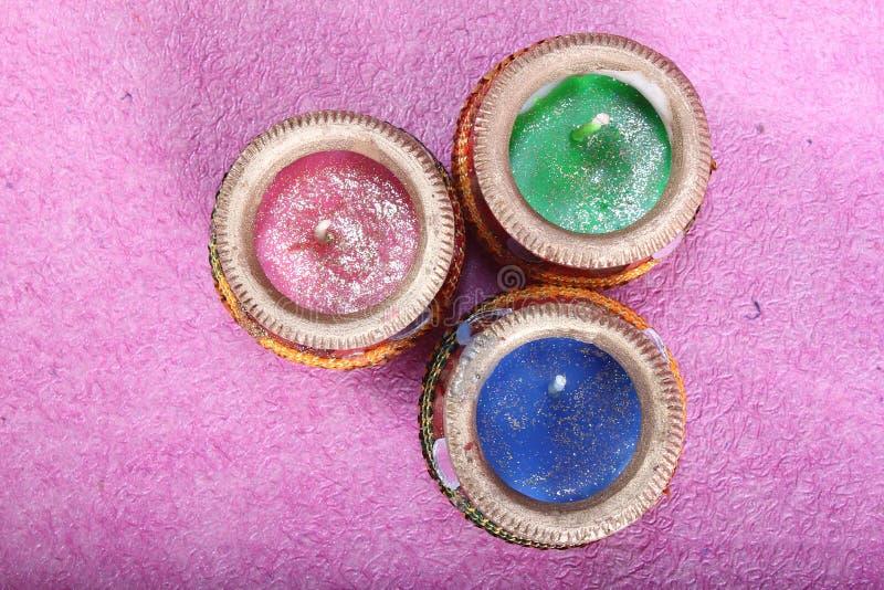 Potenciômetro colorido decorativo indiano da vela foto de stock