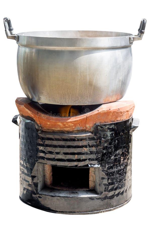 Potenciômetro de alumínio no fogão tradicional foto de stock