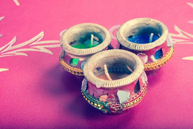 Potenciômetro decorativo indiano da vela - retro foto de stock