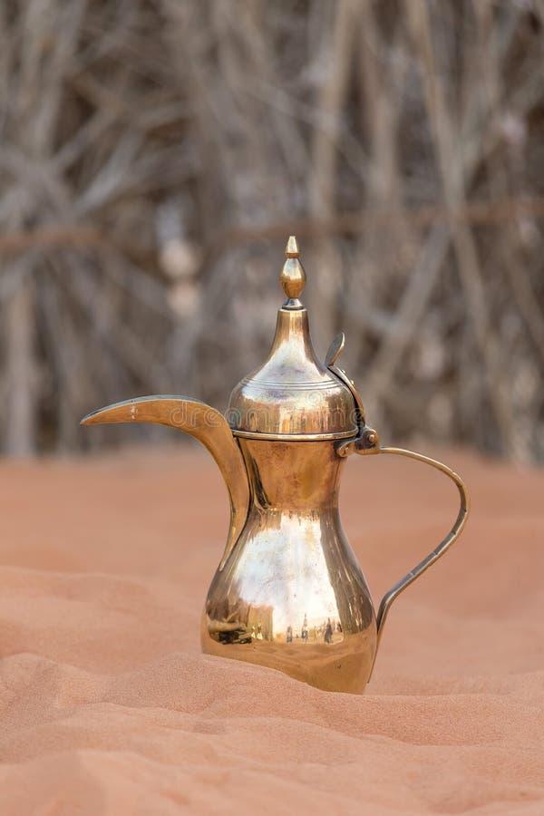 Potenci?metro tradicional ?rabe do caf?, conceito da heran?a dos UAE fotografia de stock royalty free