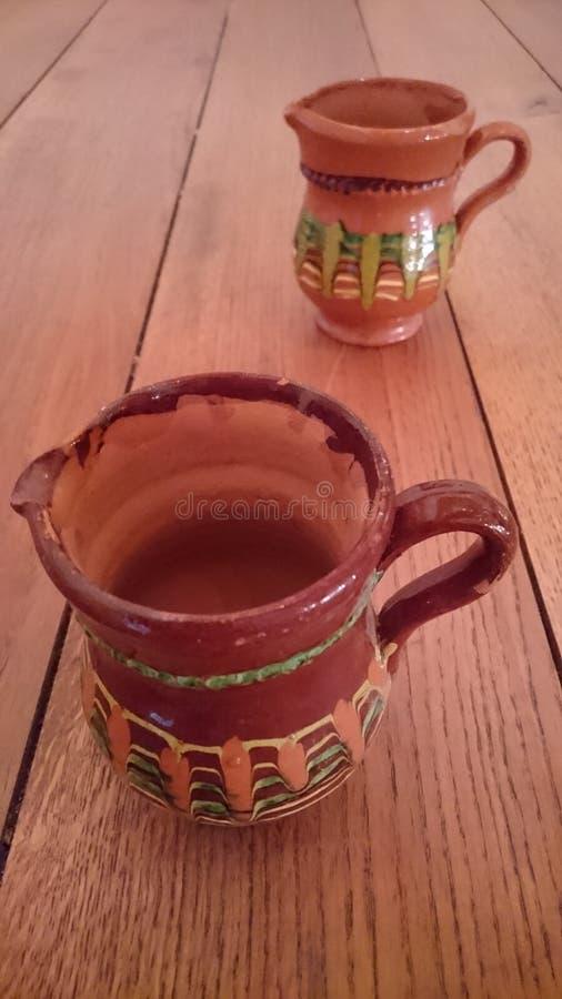 Potenciômetros de argila, copos tradicionais imagens de stock royalty free
