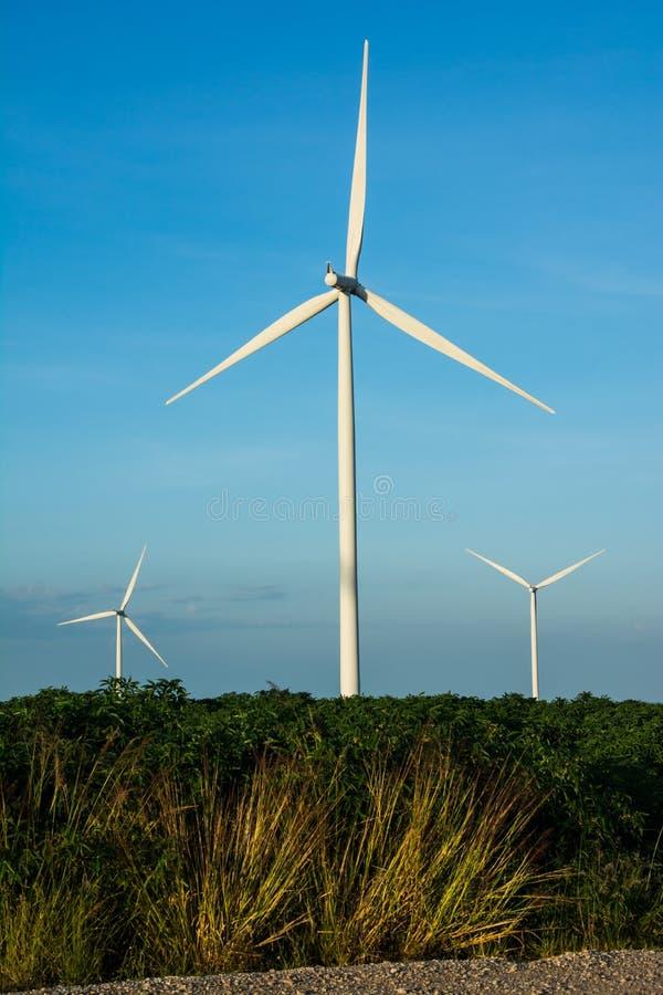 Potencia de Eco, turbinas de viento fotos de archivo libres de regalías