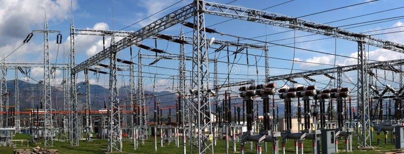 potencia eléctrica de la subestación y de la distribución fotos de archivo