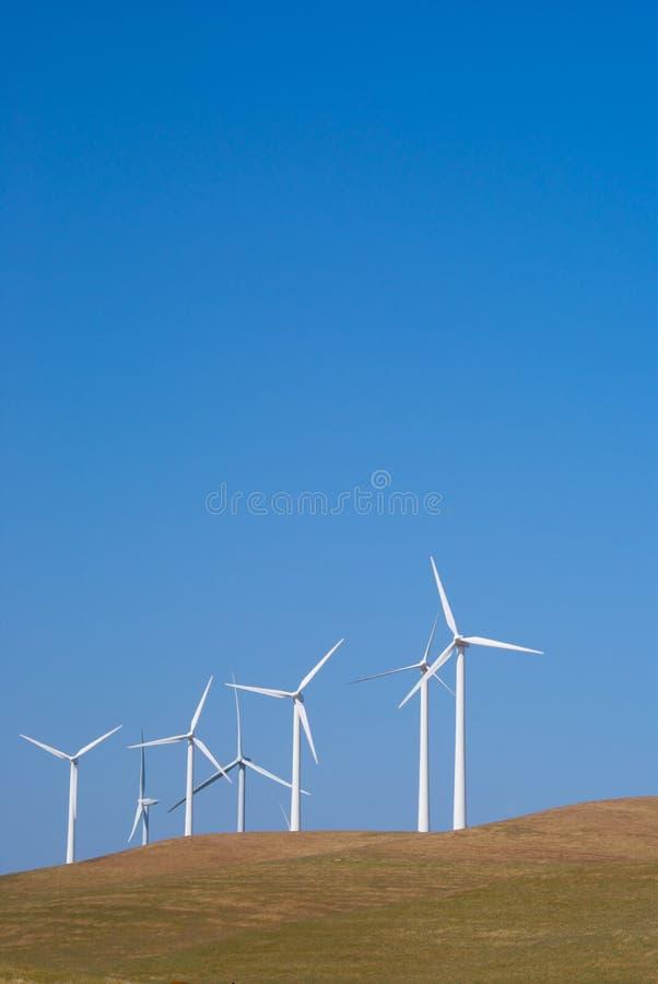 Potencia múltiple que genera los molinoes de viento foto de archivo