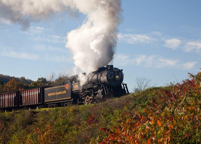 Potencias del tren del vapor de WM a lo largo del ferrocarril fotografía de archivo libre de regalías