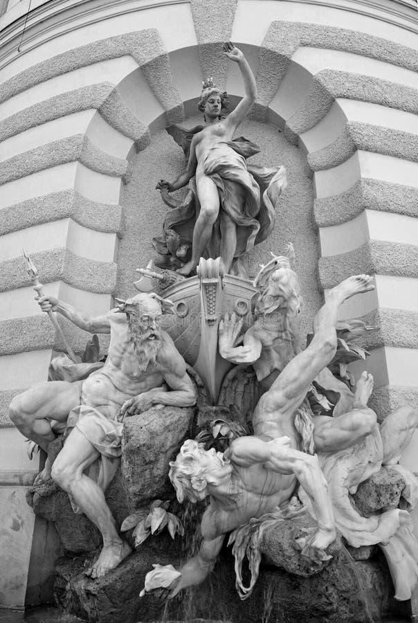 Potere della fontana del mare vicino al palazzo di Hofburg a Vienna, Austria fotografia stock