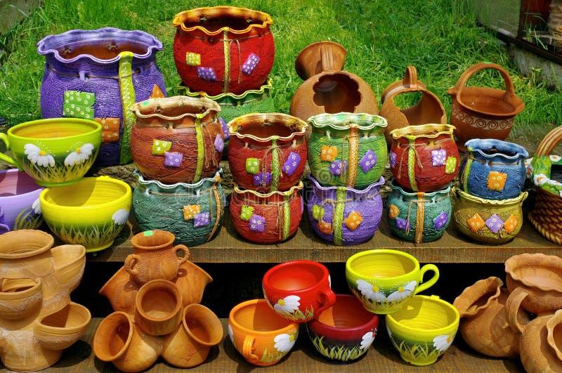 Poterie colorée traditionnelle images stock