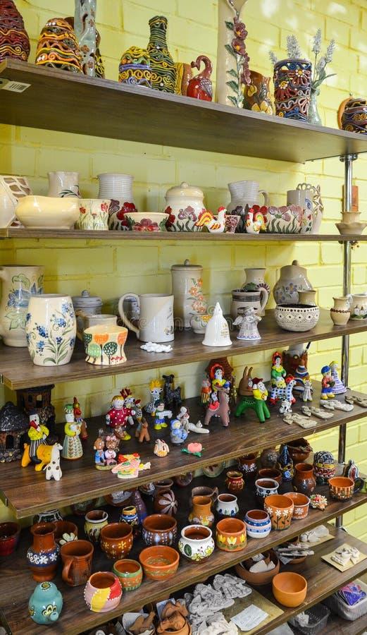 Poterie, figurines, souvenirs et cadeaux de céramique image libre de droits