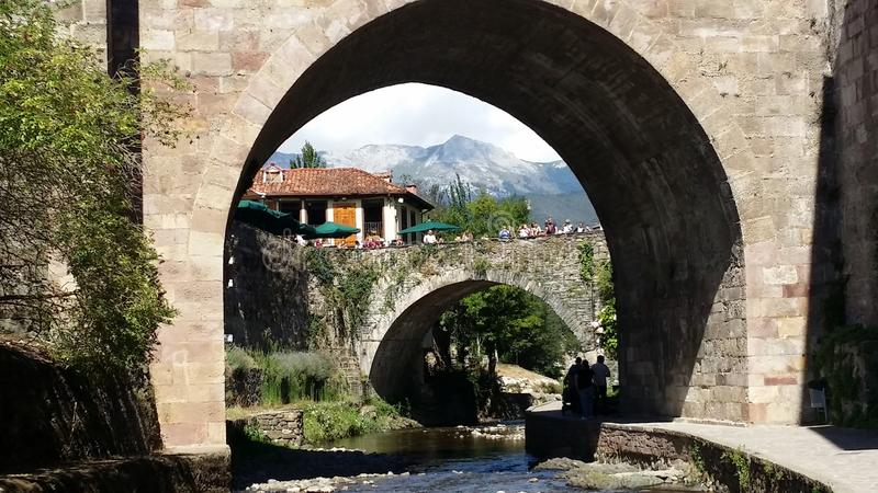 Potes Cantabria, Spanien royaltyfria foton