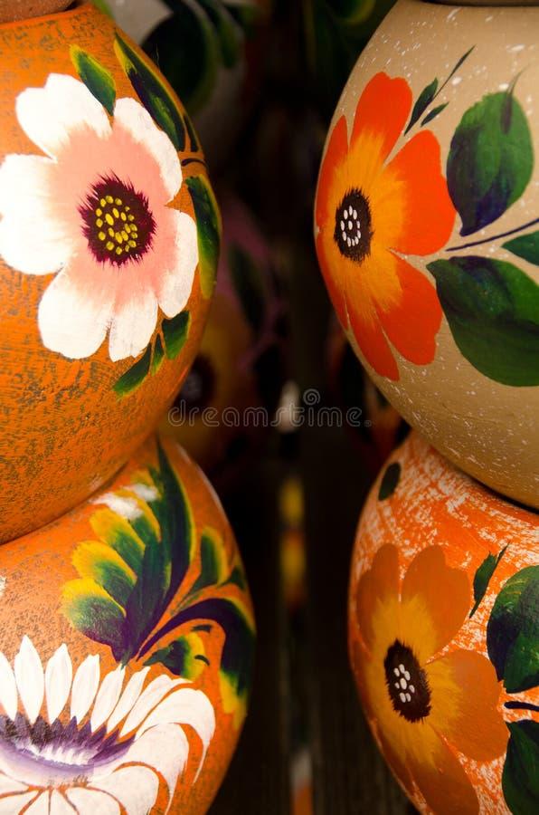 Download Potes De Cerámica Mexicanos, Pilas Grandes De La Naranja Foto de archivo - Imagen de diseños, flor: 64203932