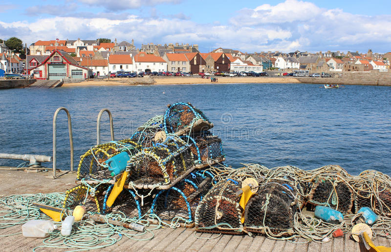 Potes de langosta en el lado del puerto Anstruther, Fife fotos de archivo