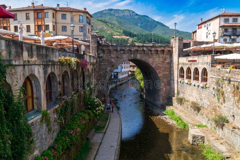 Potes Um dos reboques os mais bonitos da Espanha imagens de stock royalty free