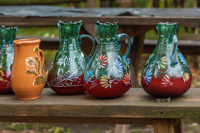 Potes y botellas viejos fotografía de archivo