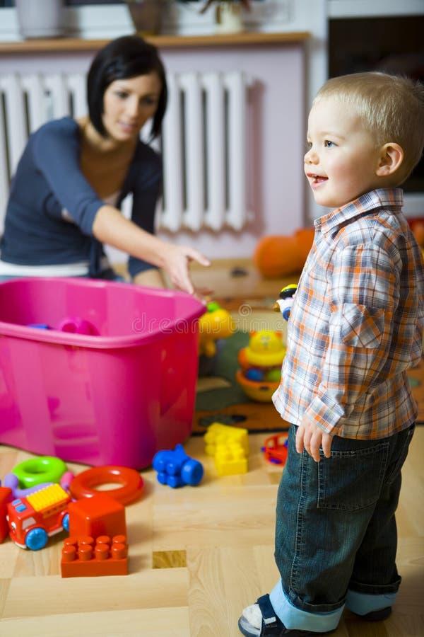 Potete darmi questo giocattolo? fotografie stock