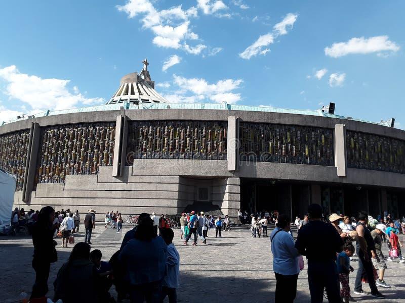 Potete vedere la bella vista della cattedrale della citt? del Messico in cui giorno dopo giorno i miglia dei pellegrini arrivano fotografia stock libera da diritti