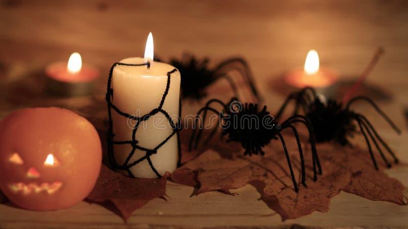 Potiron de Halloween avec le visage effrayant sur le fond noir photos libres de droits
