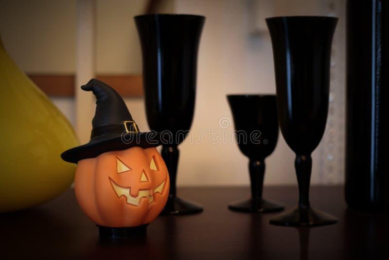 Potiron de Halloween avec les Graal noirs photographie stock libre de droits