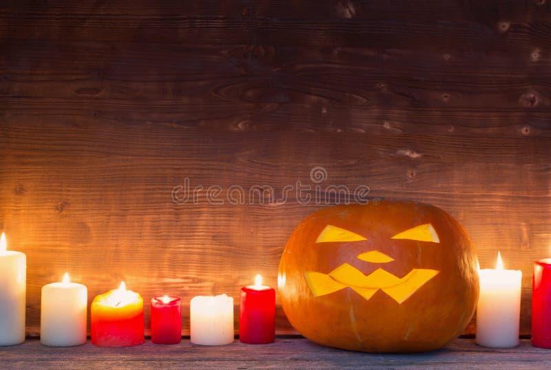 Potiron de Halloween sur le fond en bois image libre de droits