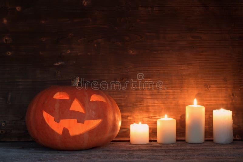 Potiron de Halloween sur le vieux fond en bois image libre de droits
