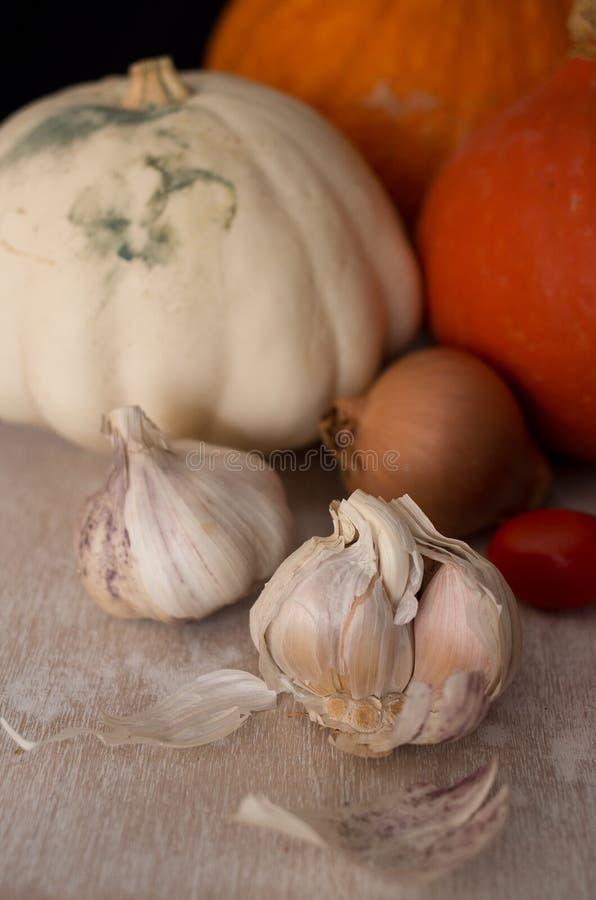 Potirons à l'oignon, à l'ail et aux tomates photos libres de droits