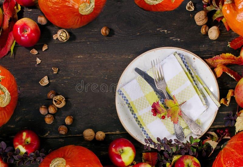 Potirons, pommes et écrous d'automne images libres de droits