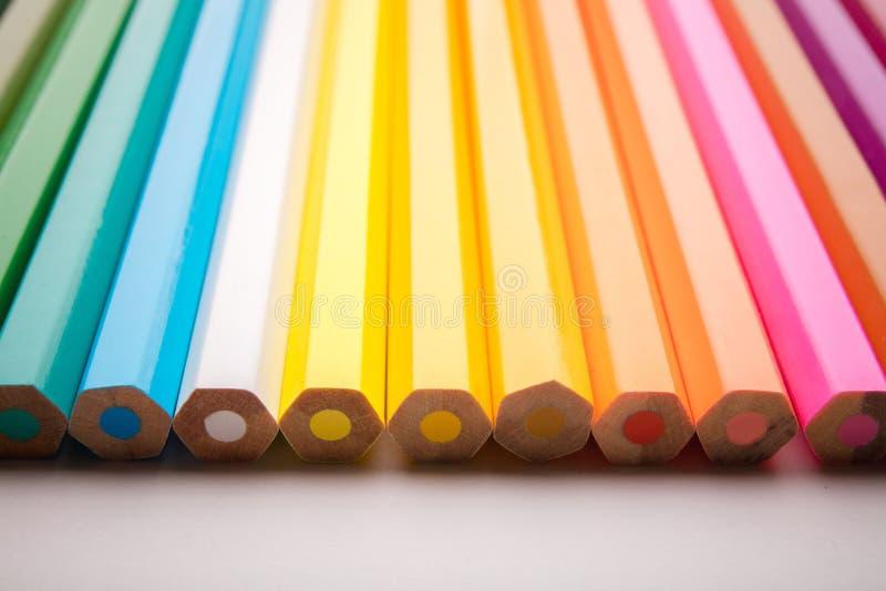 Potloden alle kleuren stock afbeelding