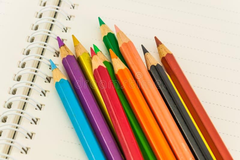 Download Potloden op notaboek stock foto. Afbeelding bestaande uit achtergrond - 39108898