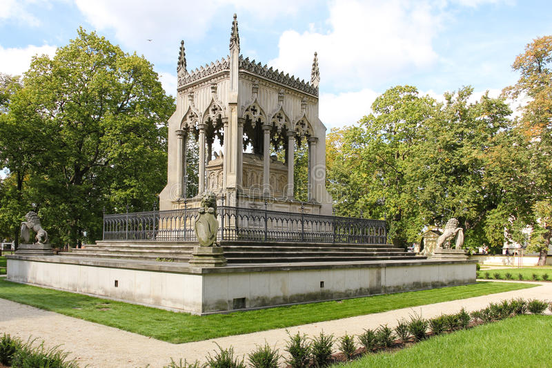Potocki陵墓。 Wilanow公园。 华沙。 波兰 免版税库存图片