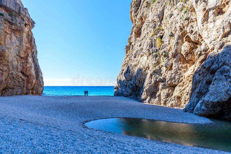 Potok De Pareis - jar z piękną plażą na Mallorca, Hiszpania obrazy royalty free