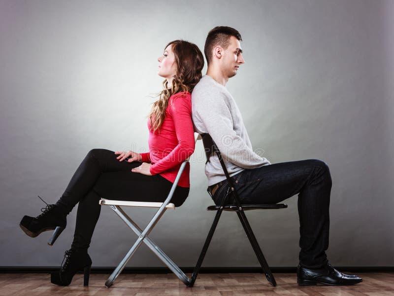 Potomstwa dobierają się po bełta siedzi z powrotem popierać obraz royalty free