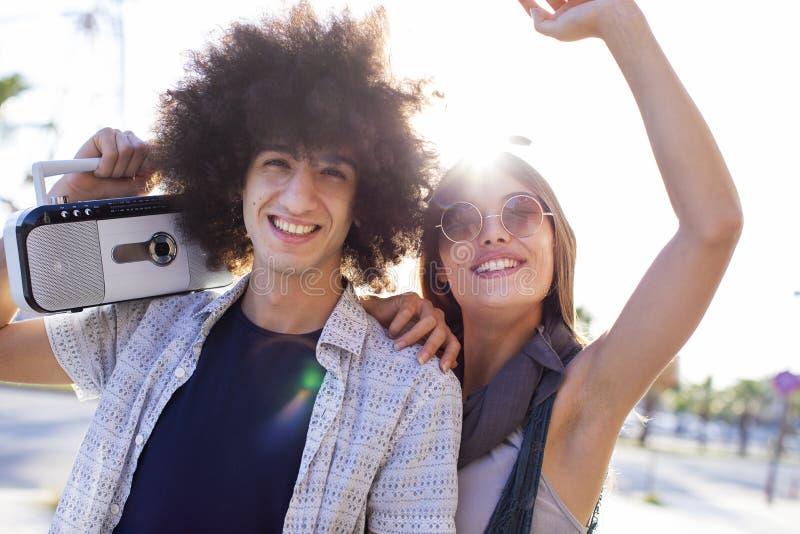 Potomstwa grupują młodości przyjaźni pojęcie obrazy stock