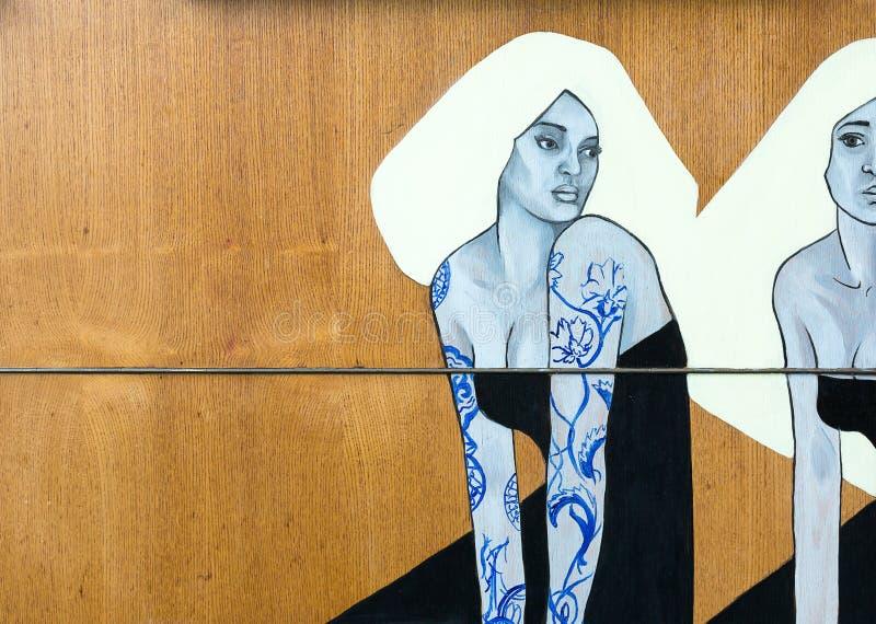 Potomstwa i ładna dama malowali na drewnie obraz royalty free