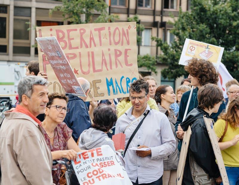Potomstwa i seniory przy protestem w Francja przeciw macron obraz stock