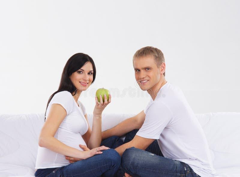 Download Potomstwa I Szczęśliwy Cpuple Czekanie Dla Dziecka Zdjęcie Stock - Obraz złożonej z mama, szczęśliwy: 28963242