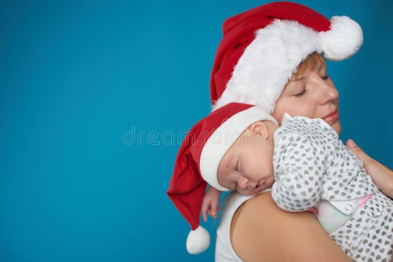 Download Potomstwa Matkują Z Jej Słodkim Dzieckiem Obraz Stock - Obraz złożonej z piękno, blisko: 57674565