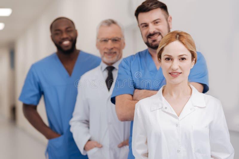 Potomstwa pielęgnują wyrażać szczęście w szpitalu fotografia stock