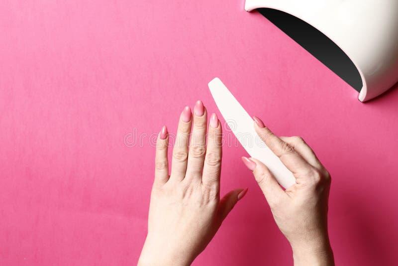 Potomstwa Robią manicure'owi fotografia stock