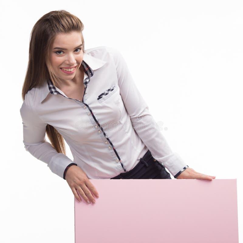 Potomstwa zachęcali kobiety pokazuje prezentację, wskazuje na plakacie obraz stock