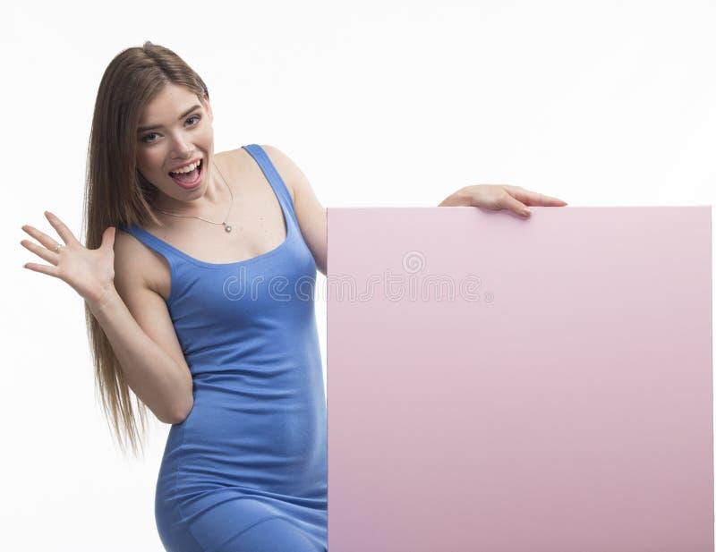 Potomstwa zachęcali kobiety pokazuje prezentację, wskazuje na plakacie obraz royalty free